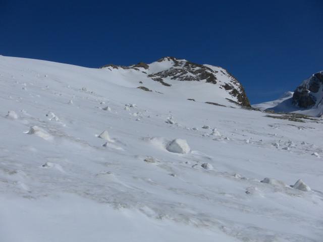 Foto: Wolfgang Lauschensky / Skitour / Kleiner Burgstall (2709m bzw.  2718m) / Eisschlag/Lawinengefahr in der Rampe vor dem Burgstall / 25.05.2013 10:44:13