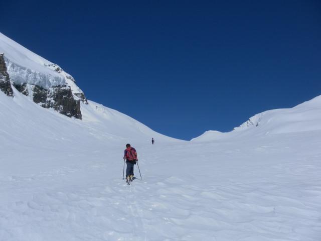 Foto: Wolfgang Lauschensky / Skitour / Ödenwinkelschartenkopf  (3261m) / Ödenwinkelscharte und ihr Kopf rechts davon / 25.05.2013 11:28:14