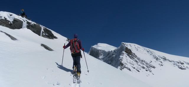 Foto: Wolfgang Lauschensky / Skitour / Ödenwinkelschartenkopf  (3261m) / Nordquerung unter dem Gipfel, dahinter Johannisberg / 25.05.2013 11:27:32
