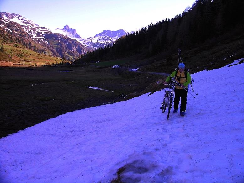 Foto: Andreas Koller / Ski Tour / Jägerspitze aus dem Riedingtal (2508m) / 31.05.2013 15:15:08