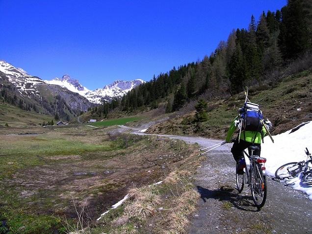 Foto: Andreas Koller / Ski Tour / Jägerspitze aus dem Riedingtal (2508m) / Mit dem Bike zurück / 31.05.2013 15:01:14