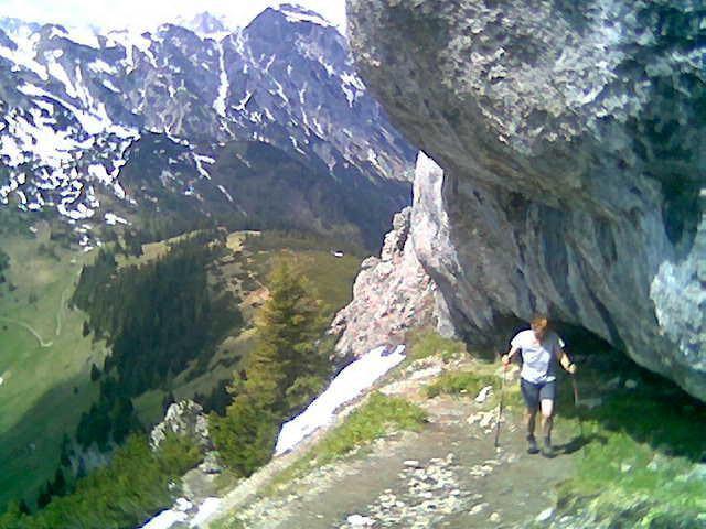Foto: Wolfgang Lauschensky / Wandertour / Bärenkopf  1991m   über Weißenbachalm / unter den Gratfelsen mit Blick zurück zum Weißenbachsattel / 16.06.2013 09:56:43