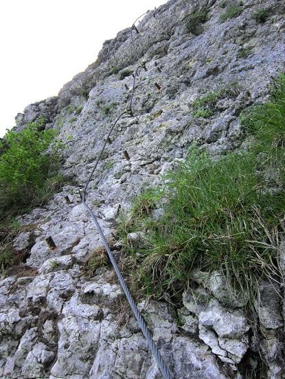 Foto: Andreas Koller / Klettersteigtour / Attersee Klettersteig Mahdlgupf (1261m) / Kurz unterhalb des Schokoladen-Überhangs / 30.06.2013 15:57:05