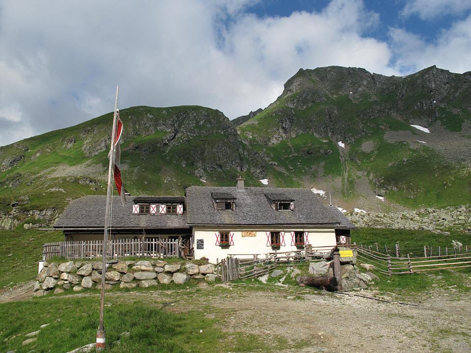 Foto: Gerhard Eidenberger / Wandertour / Auf den Scharnock / Bei der Landawirseehütte (1.985 m) angelangt. / 17.07.2013 17:27:09