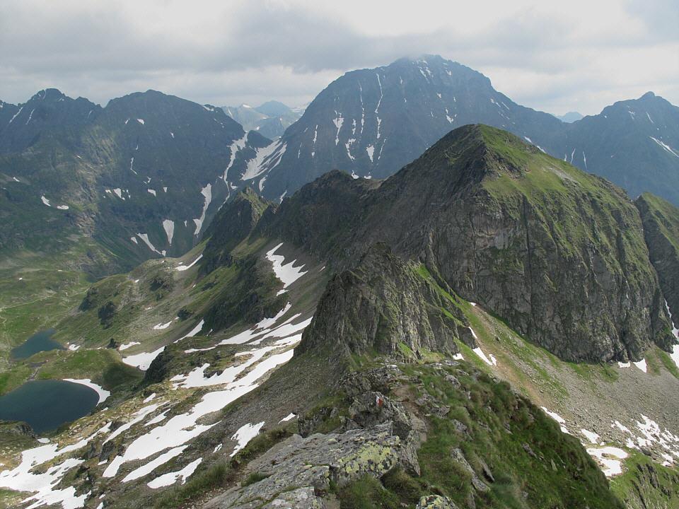 Foto: Gerhard Eidenberger / Wandertour / Auf den Scharnock / Am Grat etwas luftig der Blick zum Hochgolling. / 17.07.2013 17:37:54