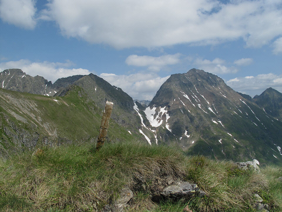 Foto: Gerhard Eidenberger / Wandertour / Auf den Scharnock / Noch ein kleines Gipfelchen oberhalb der Trockenbrotscharte. Im Hintergrund der Hochgolling. / 17.07.2013 17:44:17