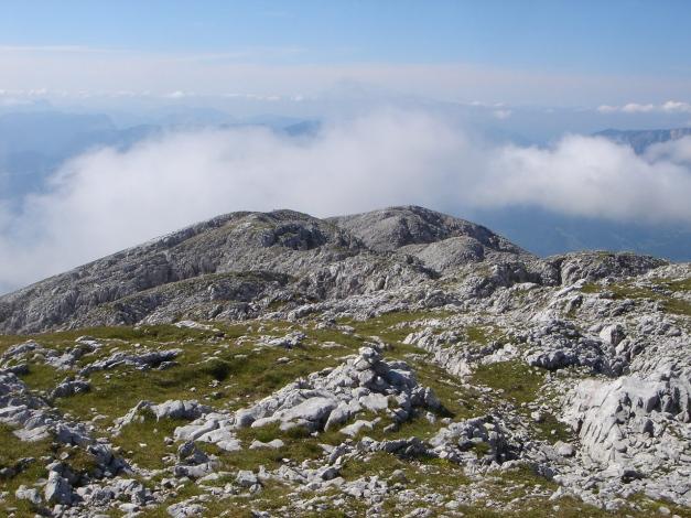 Foto: Manfred Karl / Wandertour / Hohes Brett über Brettgabel / Kurz unterhalb vom Gipfel wird das Gelände karstartig / 04.10.2013 21:13:44