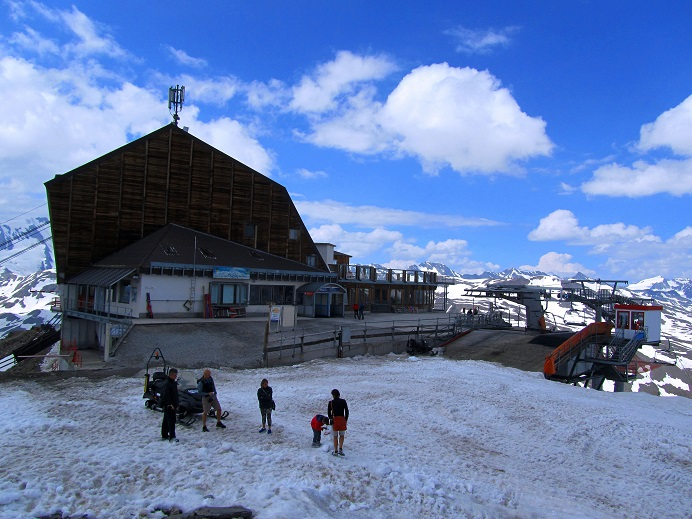 Foto: Andreas Koller / Klettersteigtour / Klettersteig Graue Wand (3202m) / Zurück bei der Bergstation der Grawand-Seilbahn / 23.12.2013 02:53:45
