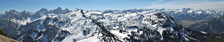 Foto: vince 51 / Wandertour / Von Grän auf das Brentenjoch / Panorama von etwas unterhalb des Gipfels / 14.04.2014 21:32:28
