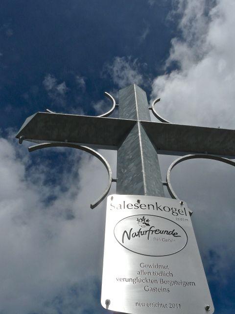 Foto: Walter Ruttinger / Wandertour / Sportgastein-Salesenkogel (Salesenspitz)-Kreuzkogel / Salesenkogel Gipfelkreuz mahnt / 23.07.2014 10:13:11