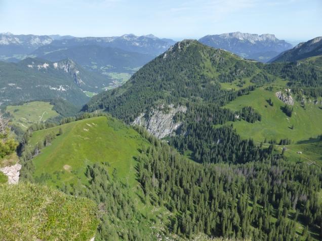 Foto: Manfred Karl / Wandertour / Über die Rotspielscheibe auf den Fagstein / Tiefblick zur Farnleiten / 27.07.2014 21:14:23