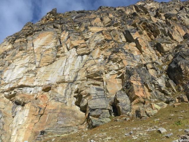 Foto: Wolfgang Lauschensky / Klettersteigtour / Tschenglser Hochwand 3375m Verlängerung des Südwandklettersteigs / am Einstieg / 11.10.2014 18:16:44