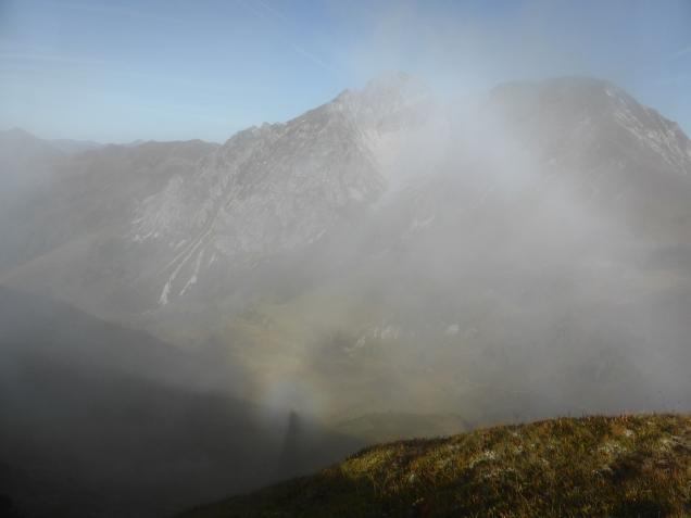 Foto: Manfred Karl / Wandertour / Gipfelreigen rund um die Karteisalm / Brockengespenst / 08.12.2014 19:45:18