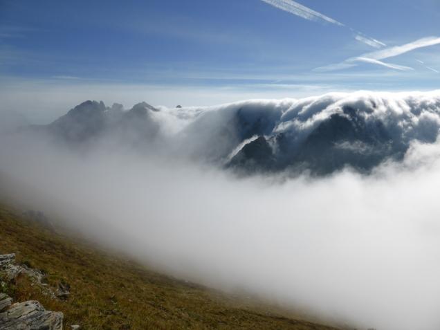 Foto: Manfred Karl / Wandertour / Gipfelreigen rund um die Karteisalm / Das Nebelmeer schwappt vom Lungau über / 08.12.2014 19:43:22