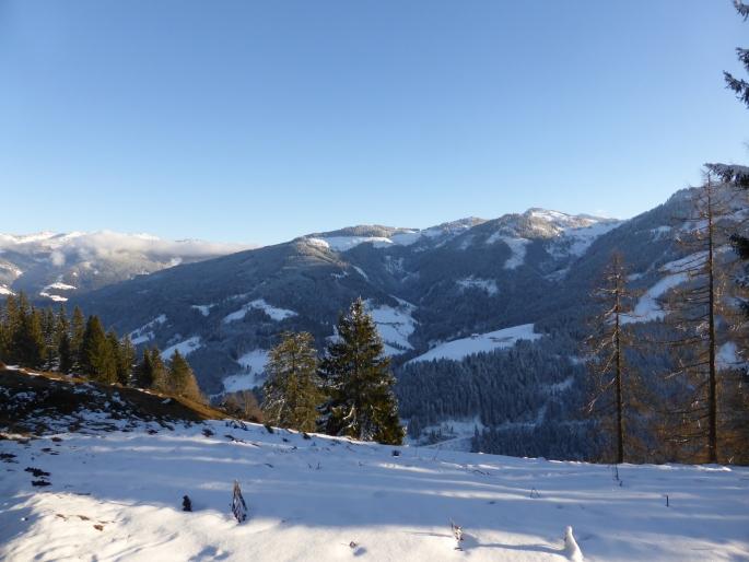 Foto: Manfred Karl / Skitour / Skiroute Hahnbaum von Sankt Johann / Blick vom Hahnbaum Richtung Sonntagskogel / 24.01.2015 18:33:25