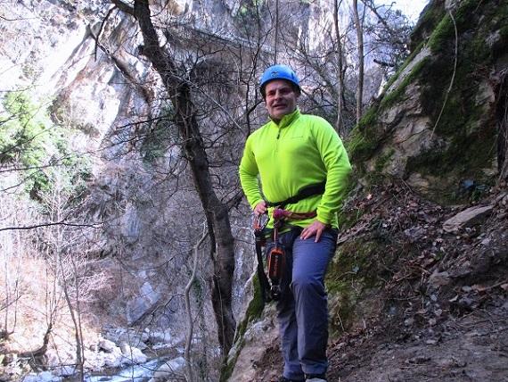 Foto: Andreas Koller / Klettersteigtour / Klettersteig Hoachwool Naturnser Sonnenberg (1200m) / Beim der eigentlichen Einstiegsplatte / 12.04.2015 18:09:51
