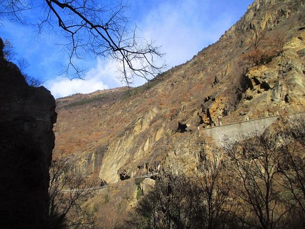 Foto: Andreas Koller / Klettersteigtour / Klettersteig Hoachwool Naturnser Sonnenberg (1200m) / Naturnser Sonneberg SW-Flanke / 12.04.2015 18:09:08