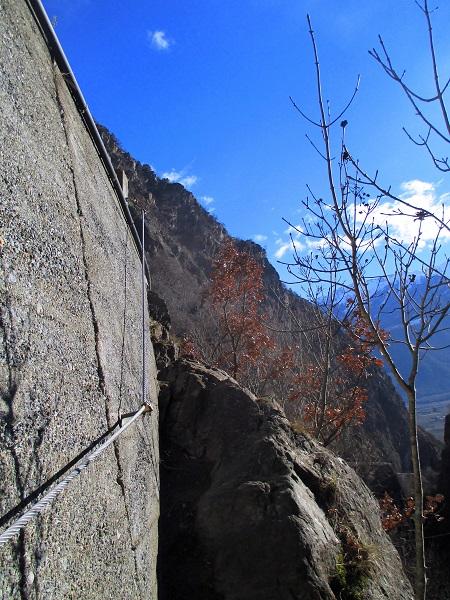 Foto: Andreas Koller / Klettersteigtour / Klettersteig Hoachwool Naturnser Sonnenberg (1200m) / Ausstieg zur alten Straße / 12.04.2015 18:07:44