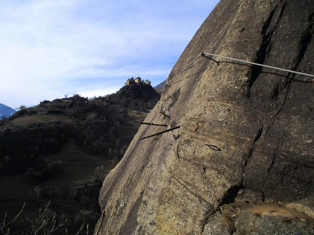 Foto: Andreas Koller / Klettersteigtour / Klettersteig Hoachwool Naturnser Sonnenberg (1200m) / Lange Waal-Querung / 12.04.2015 18:03:30