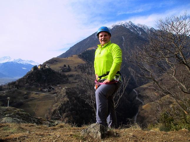 Foto: Andreas Koller / Klettersteigtour / Klettersteig Hoachwool Naturnser Sonnenberg (1200m) / Rast über der Schlüsselstelle / 12.04.2015 18:00:27
