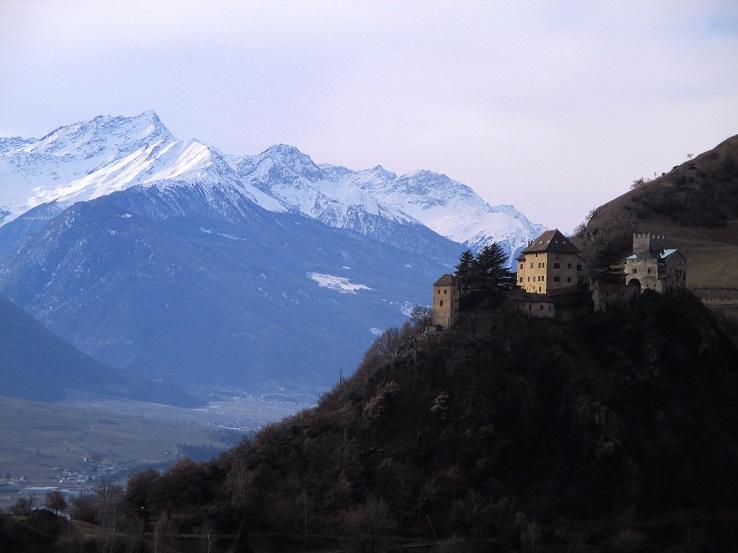 Foto: Andreas Koller / Klettersteigtour / Klettersteig Hoachwool Naturnser Sonnenberg (1200m) / Schloss Juval und Laaser Spitze / 12.04.2015 17:59:28