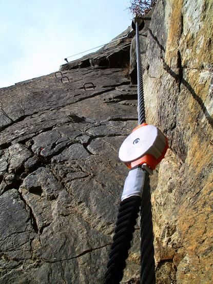 Foto: Andreas Koller / Klettersteigtour / Klettersteig Hoachwool Naturnser Sonnenberg (1200m) / Schlüsselstelle D / 12.04.2015 17:57:49