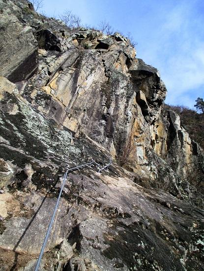 Foto: Andreas Koller / Klettersteigtour / Klettersteig Hoachwool Naturnser Sonnenberg (1200m) / Rampe und scharfe Kante / 12.04.2015 17:56:20