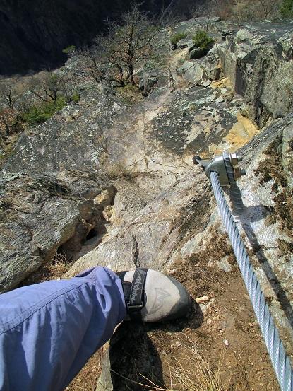 Foto: Andreas Koller / Klettersteigtour / Klettersteig Hoachwool Naturnser Sonnenberg (1200m) / Scharfe Kante / 12.04.2015 17:55:56