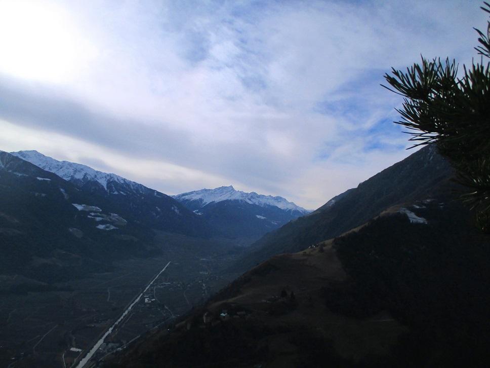Foto: Andreas Koller / Klettersteigtour / Klettersteig Hoachwool Naturnser Sonnenberg (1200m) / Blick zum Martelltal / 12.04.2015 17:52:29