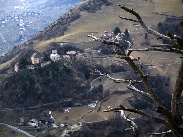 Foto: Andreas Koller / Klettersteigtour / Klettersteig Hoachwool Naturnser Sonnenberg (1200m) / Schloss Juval / 12.04.2015 17:51:26