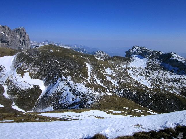 Foto: Andreas Koller / Skitour / Großer Beilstein und Schönbergkar (2015m) / Rechts der Große Beilstein mit Aufstiegsseite / 30.05.2015 21:32:22