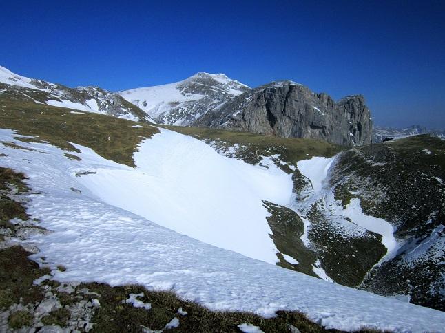 Foto: Andreas Koller / Skitour / Großer Beilstein und Schönbergkar (2015m) / Blick zum Hochschwab (2278m) / 30.05.2015 21:31:29