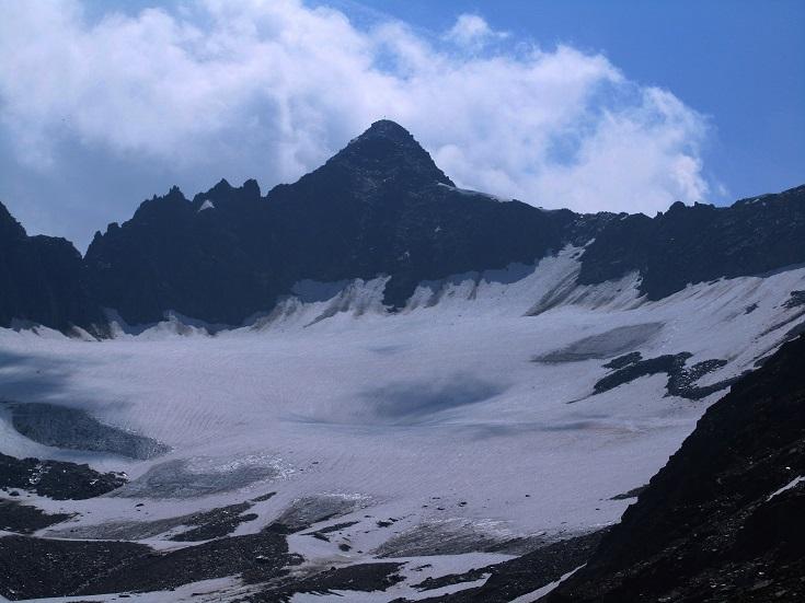 Foto: Andreas Koller / Wandertour / Gross Muttenhorn über Grate und Gletscher (3099m)  / Gross Muttenhorn und Mutentgletscher von N / 11.12.2015 23:50:14