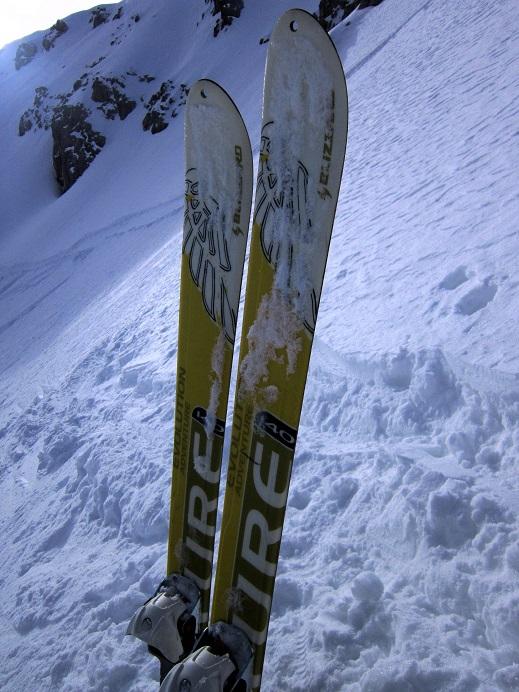 Foto: Andreas Koller / Skitour / Steile Hänge am Marterlkopf (2445m) / Zurück beim Skidepot und Bereitmachen für die Abfahrt / 13.05.2016 01:00:22