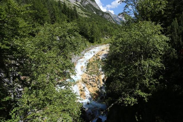 Foto: Werner Kaller / Wandertour / Von Scharnitz über den Karwendelsteg / Wasserfall am Karwendelsteg / 15.08.2016 11:15:37