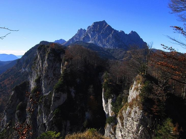 Foto: Andreas Koller / Klettersteig Tour / Maiklsteig und Schatterberg (1274m) / Abstieg über den Schatterberg mit Blick zu den Kletterwänden / 10.01.2017 02:42:53