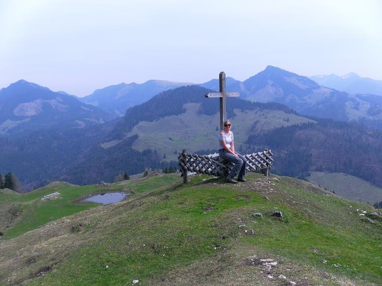 Foto: Wolfgang Lauschensky / Wandertour / Kranzhorn 1368m über Kranzhornsteig / rechts vom Almkreuz der Spitzstein / 13.04.2017 21:15:08