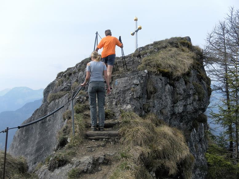 Foto: Wolfgang Lauschensky / Wandertour / Kranzhorn 1368m über Kranzhornsteig / Gipfelfels / 13.04.2017 21:14:59