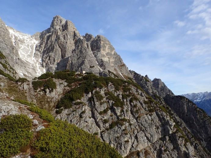 Foto: Manfred Karl / Wander Tour / Bärenköpfl, 1950 m / Die unscheinbare Latschenkuppe des Bärenköpfls gegen das Ritzenkar und den Jauzkopf - Daubenkopf / 01.06.2018 20:06:29