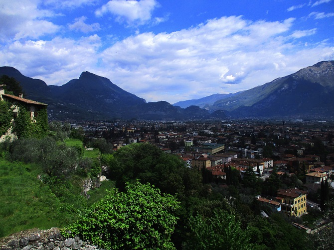 Klettersteig Riva Del Garda : Klettersteigkurs am gardasee alpine welten die bergführer