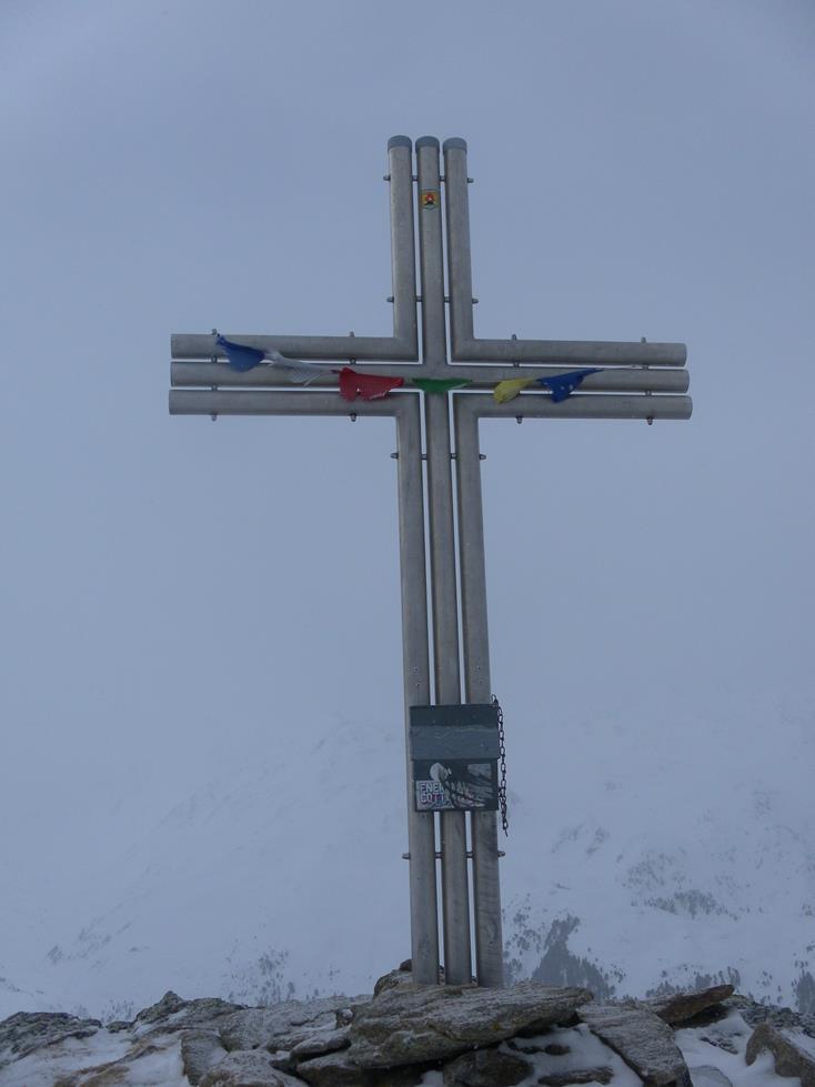 Foto: Wolfgang Lauschensky / Skitour / Angerbergkopf und Schaflegerkogel von der Kemater Alm / Gipfelkreuz des Angerbergkopfs / 26.01.2019 11:29:18