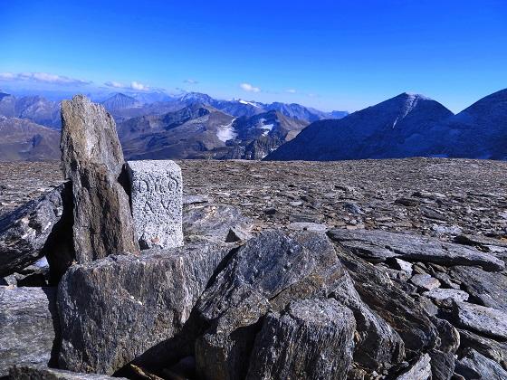 Foto: Andreas Koller / Wandertour / Über leichte Gletscher auf den Breitkopf (3154m) / Letzte Impressionen am Breitkopf, ehe der Abstieg folgt / 30.11.2019 01:13:05