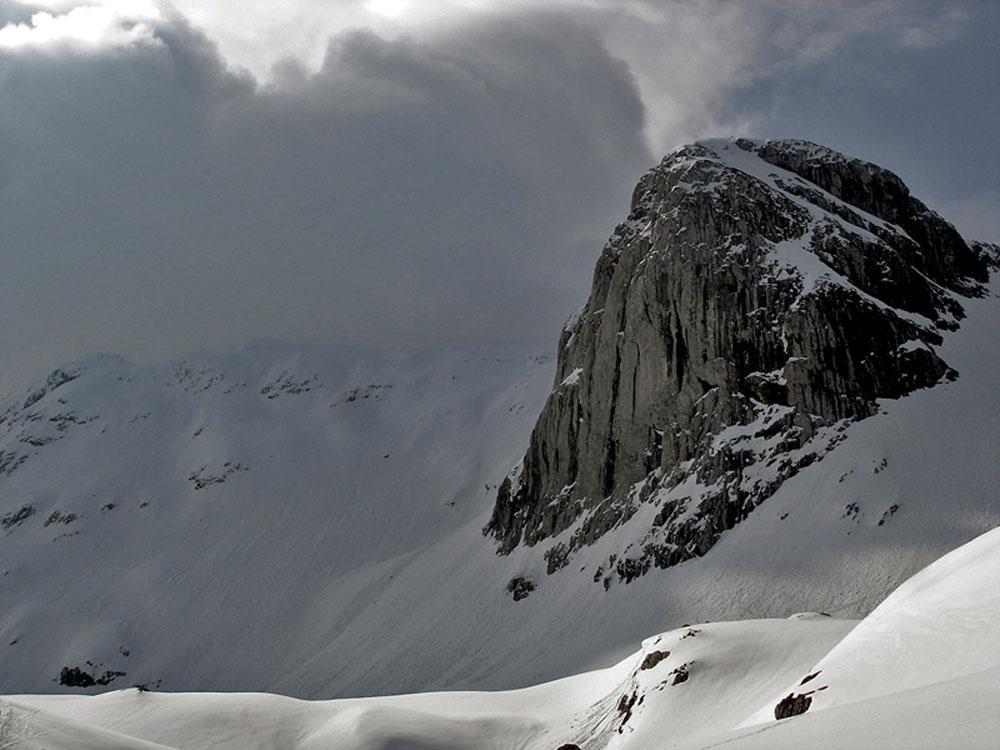 Foto: Rupert Gredler / Skitour / Das Hohe Brett / Rechts der Felsen gehts bergauf / 22.03.2020 14:44:27