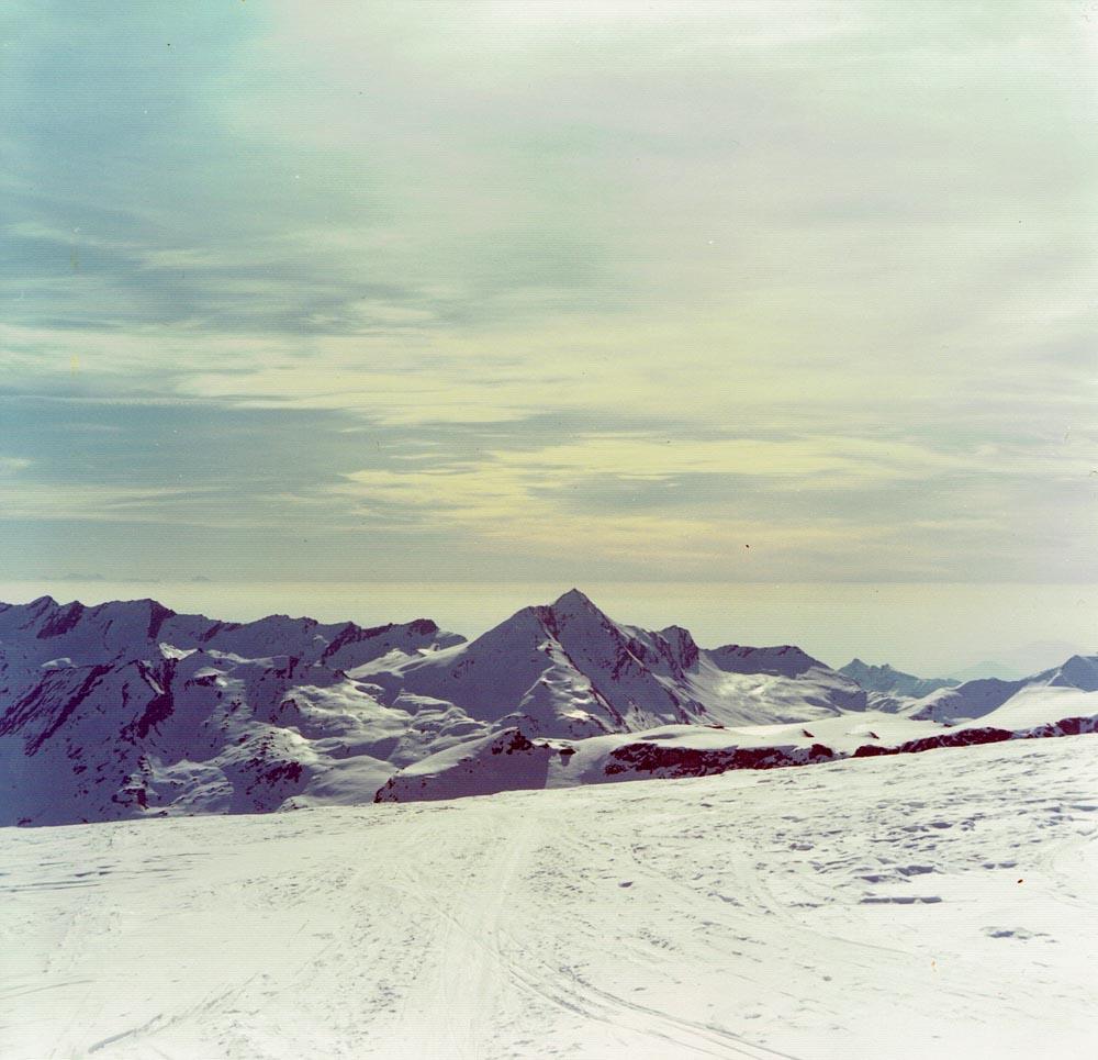 Foto: Rupert Gredler / Skitour / Das Strahlhorn von Saas Fee aus / Auf dem Plateau des Allalingletschers / 24.05.2020 15:35:40