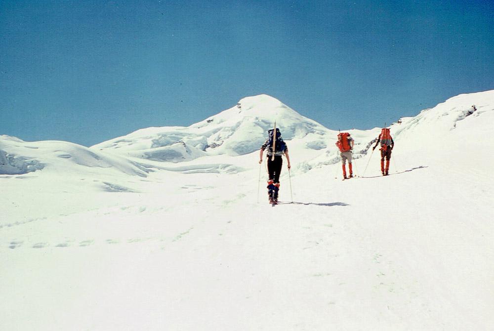 Foto: Rupert Gredler / Skitour / Das Strahlhorn von Saas Fee aus / Der lange Weg zum Adlerpass / 24.05.2020 15:37:20