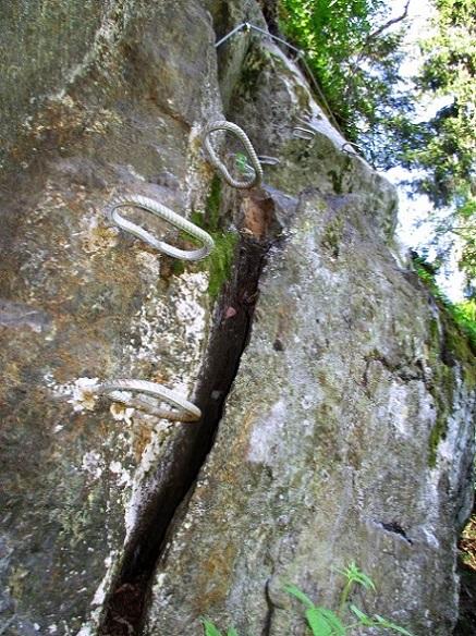 Foto: Andreas Koller / Klettersteigtour / Klettersteig Piburg (995m) / Die steile Rumpe mit finalem Miniüberhang / 31.07.2020 01:44:55