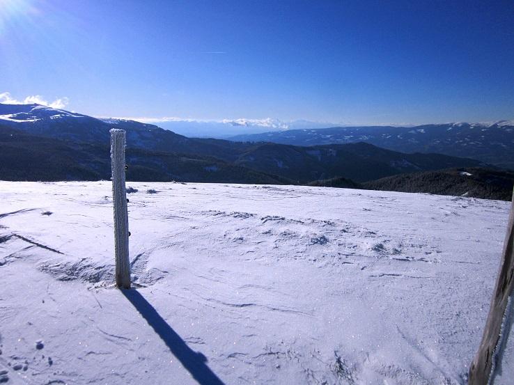 Foto: Andreas Koller / Schneeschuhtour / Weinebene Schneeschuhtour auf zwei Gipfel (1853m) / Abstieg vom Weber Kogel / 04.01.2021 21:52:17