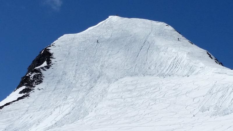Foto: Rupert Gredler / Skitour / Schwarzkopf über den Nordrücken / Aufstieg hinter der Wechte, Abfahrt davor. / 21.02.2021 13:51:17