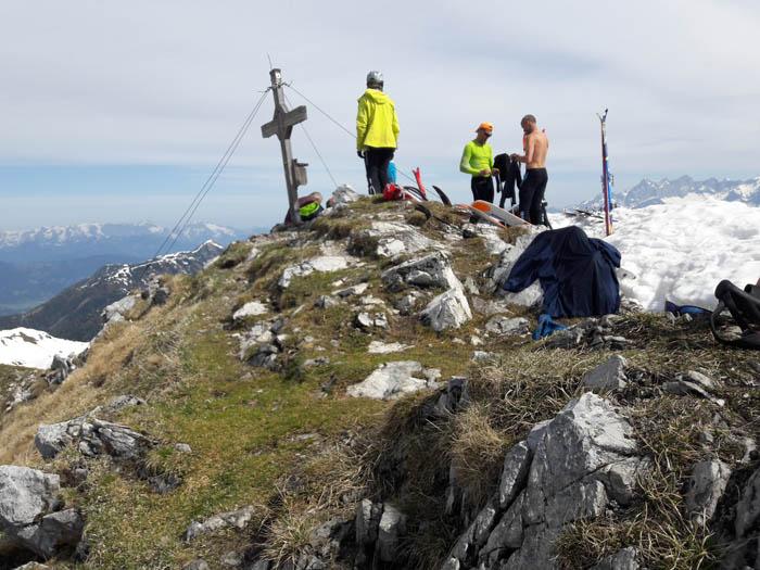 Foto: Rupert Gredler / Skitour / Schwarzkopf über den Nordrücken / Belebter Gipfel / 21.02.2021 13:50:35