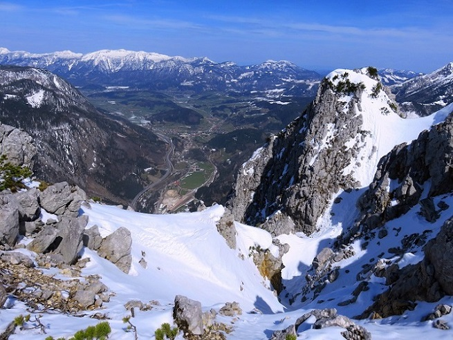 Foto: Andreas Koller / Skitour / Vom Pyhrnpass auf den Lahnerkogel (1854m) / Blick nach N mit Windischgarsten und dem  Sengsengebirge / 01.05.2021 18:18:32
